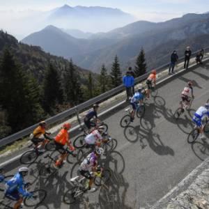 Il Giro del Touring 2020, tappa 17. Dal Veneto al Trentino, tra australiani vittoriosi e una sciarpa da record