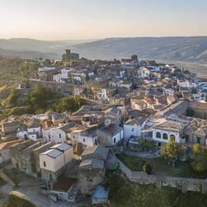Come far rinascere il borgo di Grottole, in Basilicata? Il progetto di Airbnb