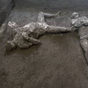 Una scoperta straordinaria a Pompei: rinvenuti i corpi di due uomini in fuga dall'eruzione
