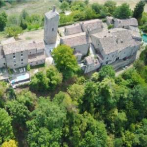Nel cuore delle Marche, un borgo abbandonato diventa un gioiello di ospitalità