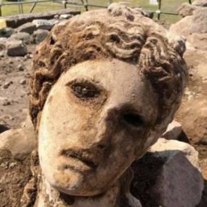 A Roma dagli scavi ai Fori Imperiali riemerge la testa di una dea