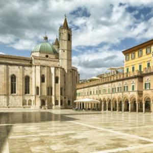Le Voci del Giro: la campagna marchigiana e la bellezza di Ascoli Piceno con Angelo Ferracuti