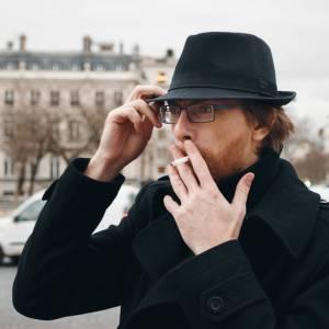 Parigi dichiara guerra ai mozziconi di sigaretta: multe salate e strade sotto sorveglianza