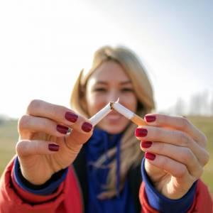 """""""Il fumo all'aperto è da vietare"""", anche in spiaggia e nei parchi, secondo il Comitato Nazionale di Bioetica"""