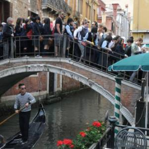 La Giunta comunale di Venezia introduce una tassa d'accesso alla città e alle isole della Laguna