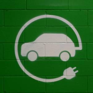 Mobilità elettrica: un webinar Touring per saperne di più