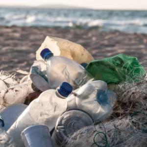 Estate 2019, la Puglia vieta la plastica monouso nelle sue spiagge