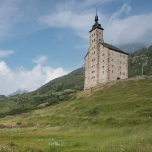 Gli ospizi delle Alpi, una lunga storia di ospitalità