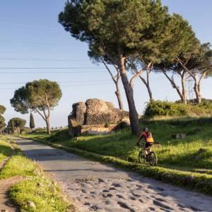 In bicicletta sulla Via Appia Antica, i tesori di Roma a portata di mano