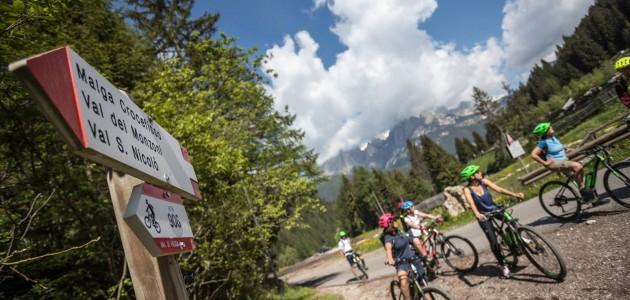 Con la bicicletta elettrica tra gli agritur della Val di Fassa