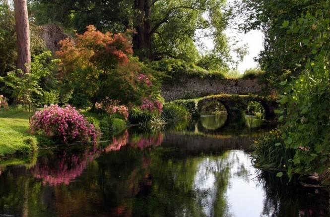 Roma verde touring il giardino di ninfa e l 39 hortus - Il giardino di ninfa ...