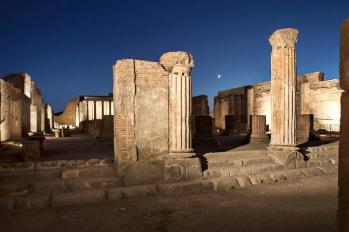 Pompei: alla scoperta della città romana al chiaro di luna