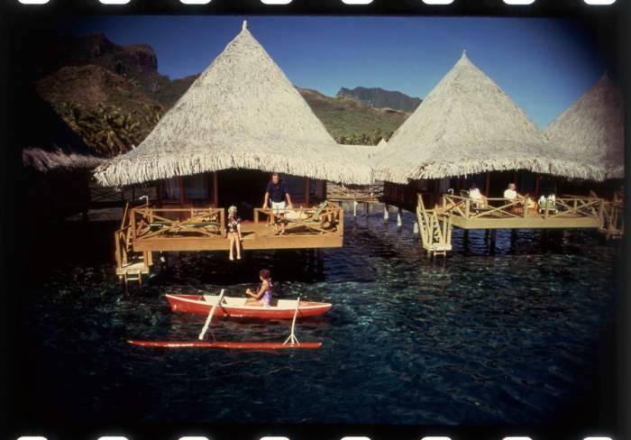 l 39 overwater compie 50 anni i fantastici bungalow sull ForFantastici Disegni Di Bungalow