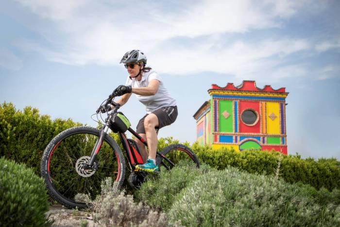 Con la bicicletta elettrica tra monferrato e langhe for Villa del borgo canelli