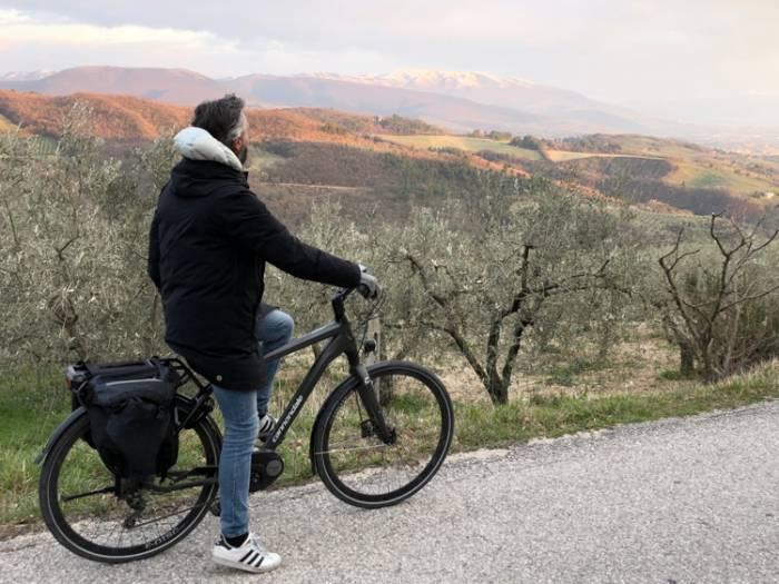 In Umbria, un tour con le bici elettriche tra Spello, Montefalco e Bevagna