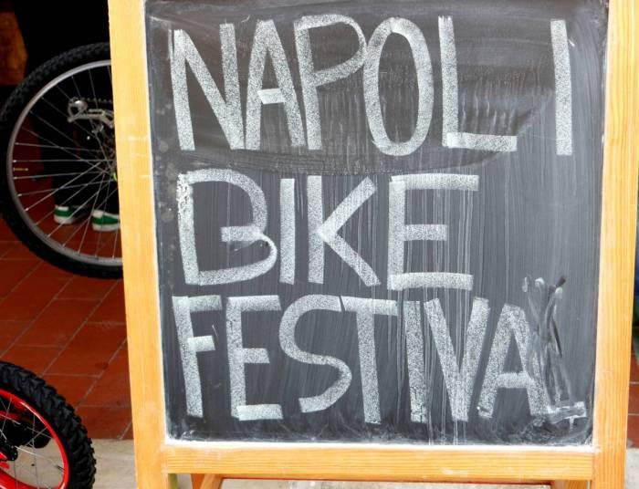 A Napoli Il Natale Si Aspetta In Bicicletta 4 Di 6 Touring Club