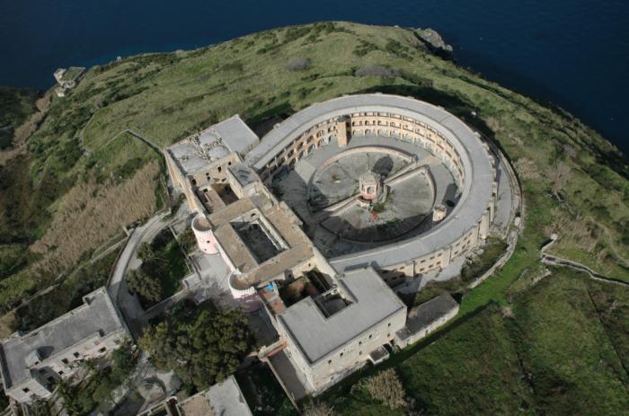 A Ventotene via al recupero dell'ex carcere di Santo Stefano