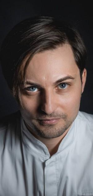 """Intervista a Giuseppe Molaro, chef """"Top di domani"""" per la Guida Touring Alberghi e Ristoranti d'Italia 2021"""